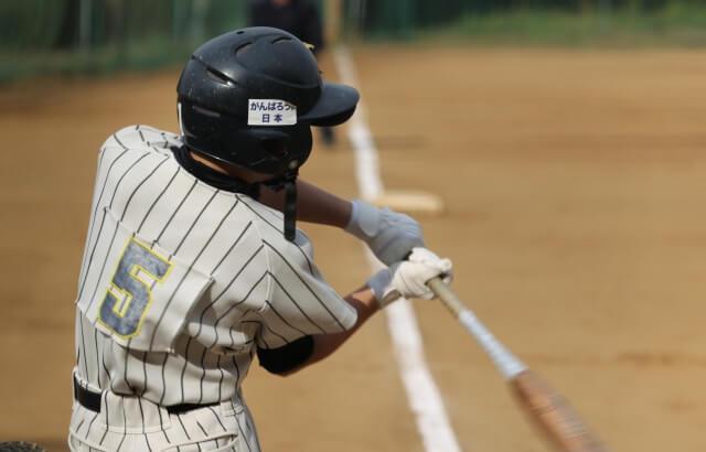 バッティングで右打者がやるべき右腕の使い方!右肘の抜き方を徹底解説!