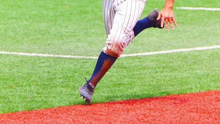 【高校野球】チーム内でスパイクの白・黒は混在してもいいの?サングラスは使用OK?